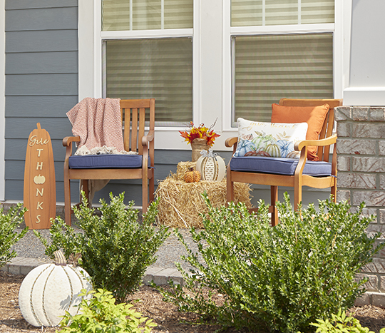 outdoor harvest and thanksgiving décor